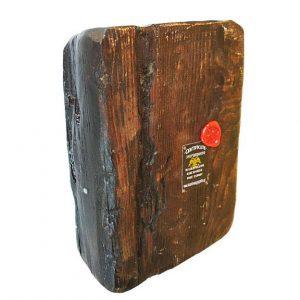 Παναγία  Ελεούσα σε παλιό χοντρό ξύλο.